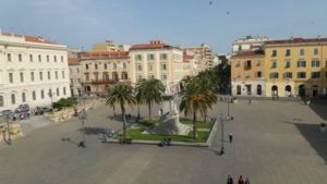 Sassari, Piazza http://www.marcellomadau.it/wordpress/wp-login.php?action=logout&_wpnonce=083aa95848d'Italia e statua di Vittorio Emanuele II di Savoia (G. Sartorio, 1899).